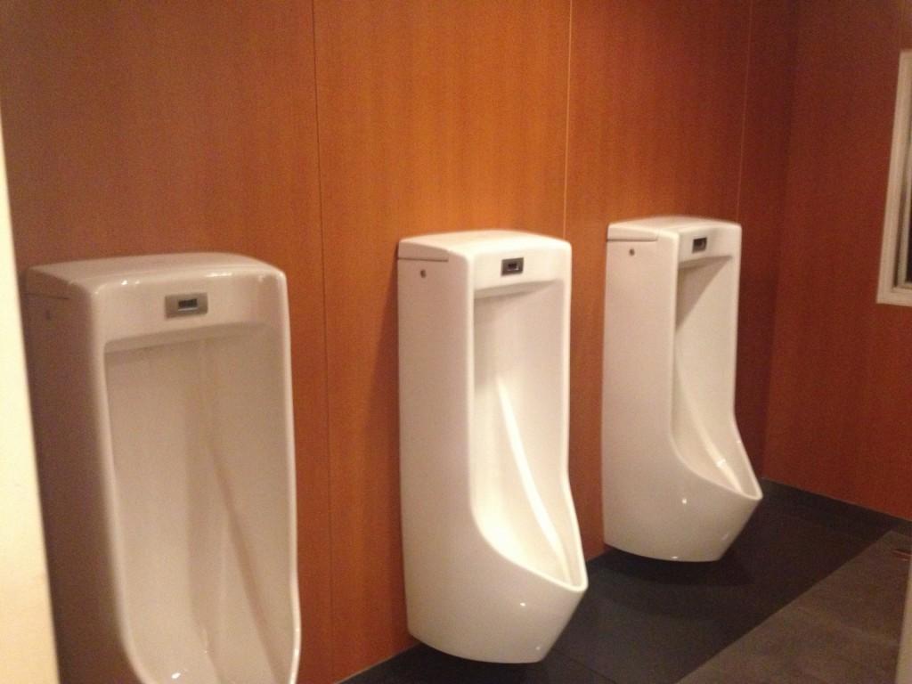 男性用トイレ 小便器 つまり