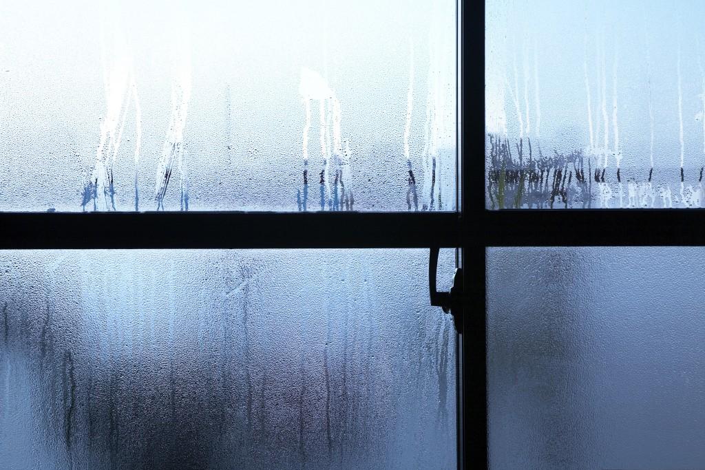 結露 窓ガラス